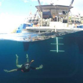 Idée Cadeau Atao Plongée Martinique : catamaran sous l'eau 3