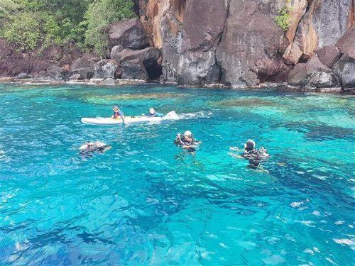 Idée Cadeau Atao Plongée Martinique : catamaran sous l'eau 5