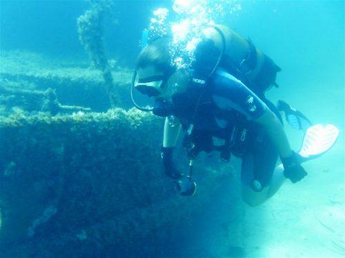 Idée Cadeau Atao Plongée Martinique : catamaran sous l'eau
