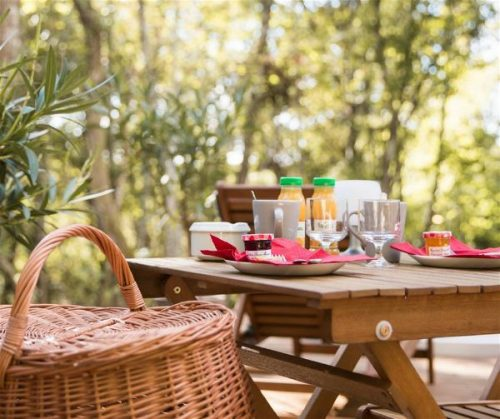 Idée Cadeau Chrysalide St-Martin à Nérac : Dormir sous les Bulles petit-déjeuner