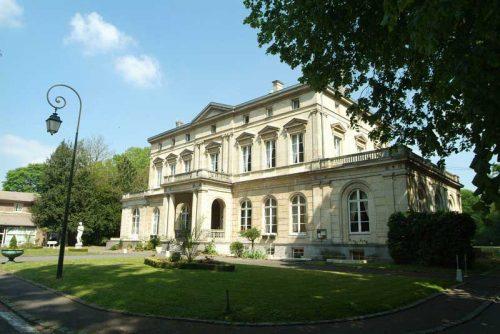 Idée Cadeau Château de la Fénelon à Cambrai : Chateau-vue-entree
