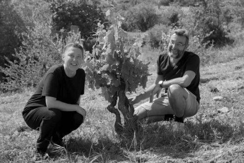 Idée Cadeau Domaine Grand Guihlem - Séverine et Gilles dans les vignes noir & blanc