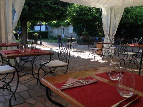 Idée Cadeau Hôtel Domaine les Falaises Martel terrasse
