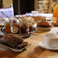 Idée Cadeau Le Pommenial de la Hérissonnière à Saint-Aubin-de-Bonneval : petit déjeuner