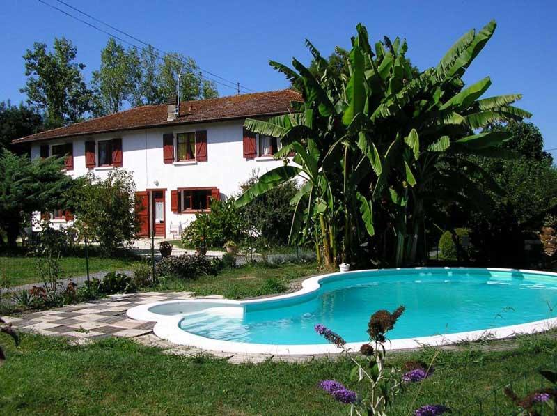 Idée Cadeau Maison Sarrot à Bidache : maison-extérieur