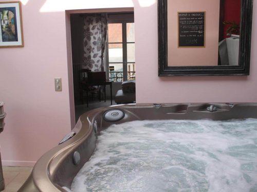 Idée Cadeau Chambres d'hôtes St-Nicolas à Vézinnes : spa jacuzzi