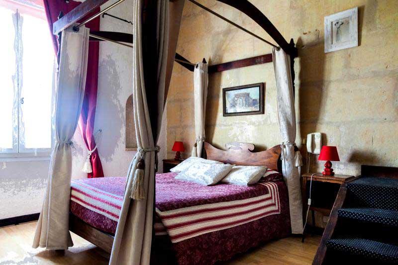 Idée Cadeau hôtel le Mas de la Fenière à Arles : chambre romantique