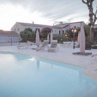 Idée Cadeau hôtel le Mas de la Fenière à Arles : piscine