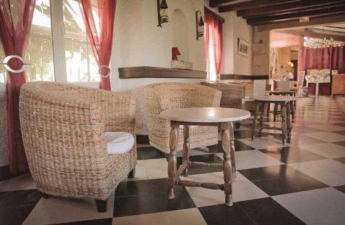 Idée Cadeau hôtel le Mas de la Fenière à Arles : salon