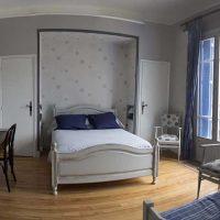 Idée Cadeau la Maison Blanche Chambre d'hôtes à Lorp-Sentaraille : chambre biros