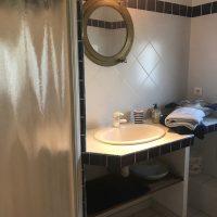Idée Cadeau la Maison de Josepha Ferrals-les-Corbières chambre marine : salle d'eau