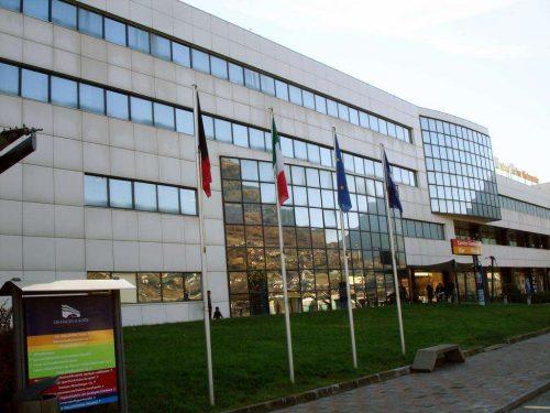 Idée Cadeau Express Hotel Aoste Italie devant l'hotel