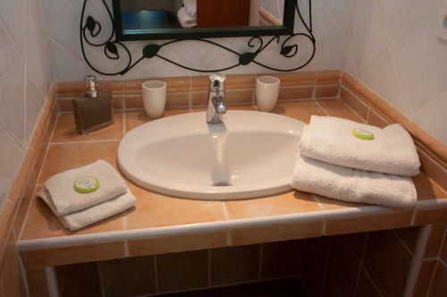 Idée Cadeau Le Mas Pinède Lorgues Salle d'eau chambre 3