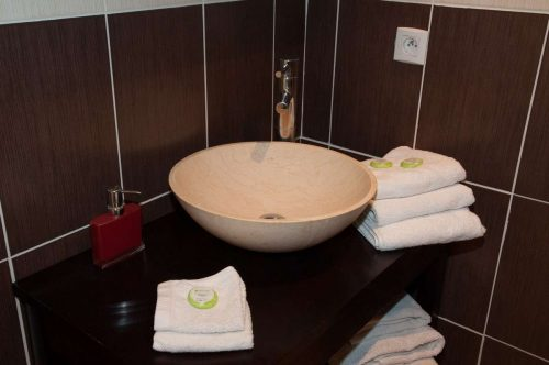 Idée Cadeau Le Mas Pinède Lorgues Salle d'eau chambre 4