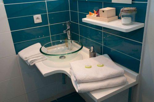 Idée Cadeau Le Mas Pinède Lorgues salle d'eau chambre 2