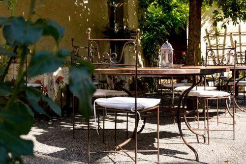 Idée Cadeau le Relais du Bastidou Beaumarchés la terrasse