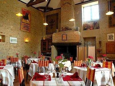 Idée Cadeau le Relais du Bastidou Beaumarchés le restaurant intérieur