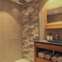 Idée Cadeau Best Western Plus Hôtel Hyères Côte d'Azur une salle d'eau