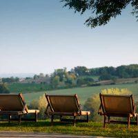 Idée Cadeau Château de Salettes Cahuzac-sur-Vère chaises à la campagne