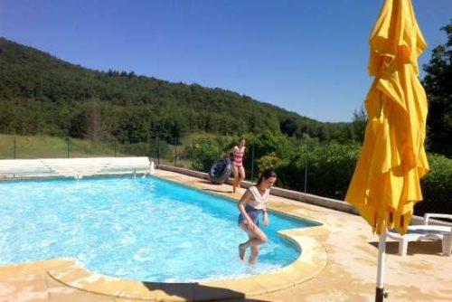Idée Cadeau Ferme du Bourdil Chalabre la piscine