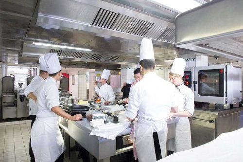 Idée Cadeau Georges Blanc 3 étoiles Michelin Vonnas en cuisine