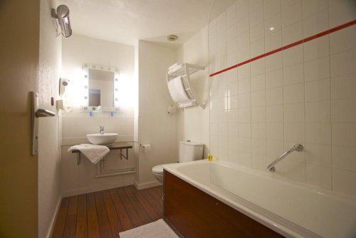 Idée Cadeau Hôtel de France et d'Europe Concarneau salle de bain