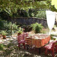 Idée Cadeau Moulin de Chassaing Condat-sur-Ganaveix Terrasse sous la glycine