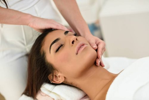 Idée Cadeau Oasis Bien-Être les Hespérides Conches-en-Ouche massage visage