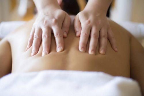 Idée Cadeau Oasis Bien-Être les Hespérides Conches-en-Ouche Massage dos