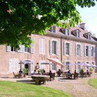 Idée Cadeau Chateau d'Island Avallon Vézelay - dejeuner en terrasse
