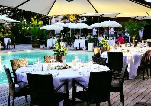 Idée Cadeau Hôtel Restaurant Le H Barr - repas au bord de la piscine
