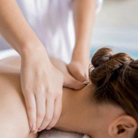 idee cadeau aura esthetique Perpignan - Massage dos sous pluie de vapeur