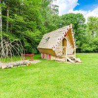 Idée Cadeau La Clairière du Verbamont Claudon - cabane Hansele et gretel ciel bleu