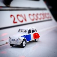 Idée Cadeau Paris Authentic - 2cv miniature