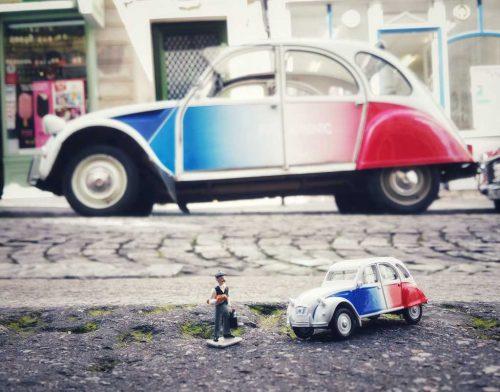 Idée Cadeau Paris Authentic - la 2cv miniature et grande taille