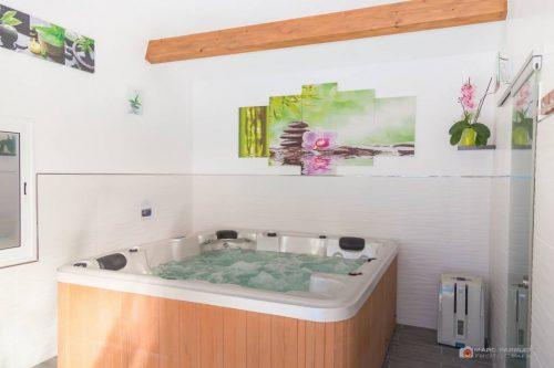 Idée Cadeau Spa Source de la Sainte-Baume Plan-d'Aups - le jacuzzi 2