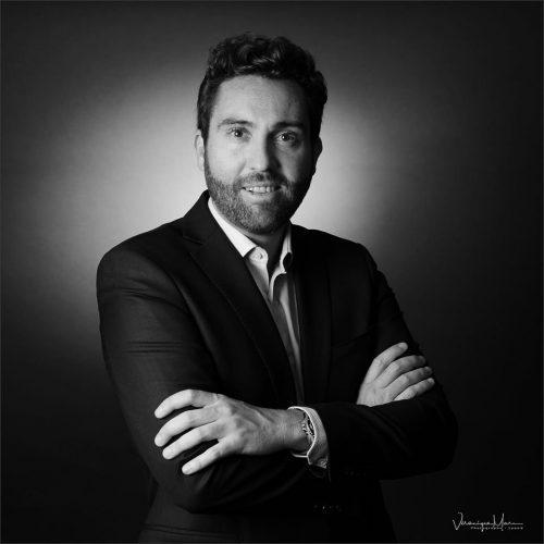 Idée Cadeau Véronique Marc Photographe Lyon - un homme bras croisé