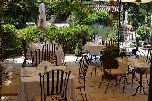 Idée Cadeau Le Lezard Gourmand Eygalieres - la terrasse