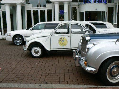 Idée Cadeau Les Deuches du Lac Annecy Chapeiry - 2cv et limousine devant l'Imperial