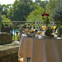 Idée Cadeau Chateau d Arpaillargues - petit déjeuner en terrasse